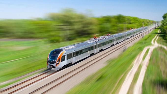 pociąg jedzie, podróże pociągiem