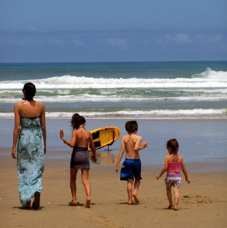 wakacje z dziećmi na plaży